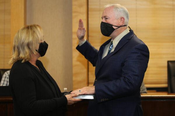 Councilman Boggs being sworn in