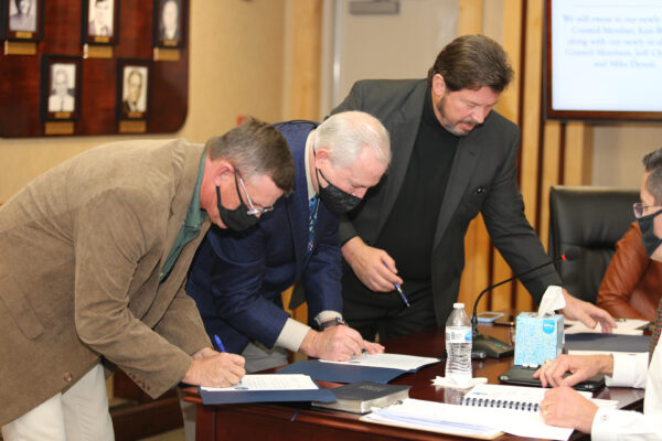 Councilmen Dyson, Chandler, and Boggs signing papers to certify their oaths